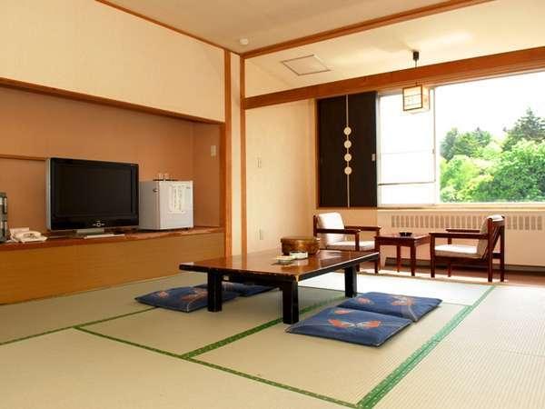 落ち着いた純和風の和室は、居心地の良さを感じさせる