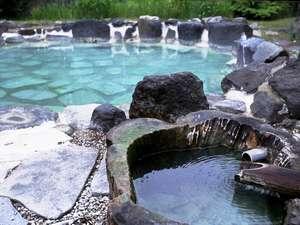 四季折々の景観を、夜は澄んだ星空を楽しむことができる露天風呂