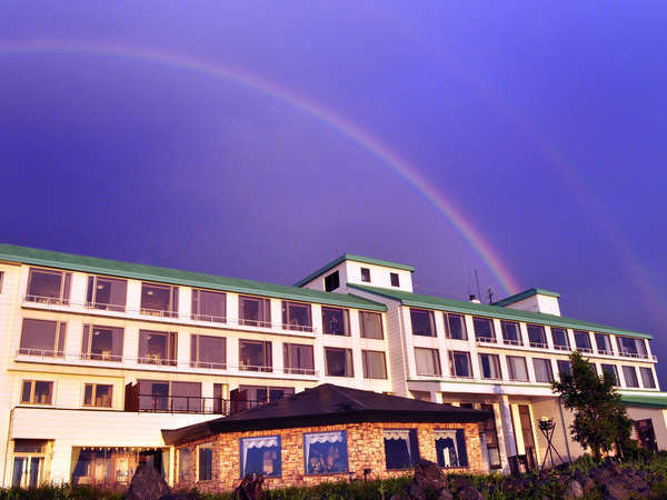 「夕日の名所」サロマ湖の絶景 大自然の中の静かなリゾートホテル