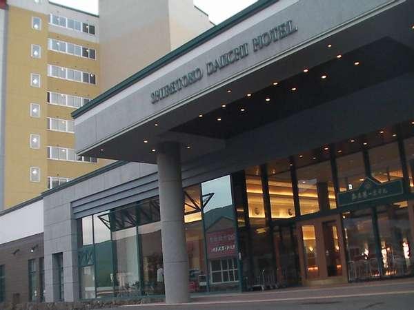 知床最大級のホテル。マルスコイ80品バイキングと食事処氷海の和食コース