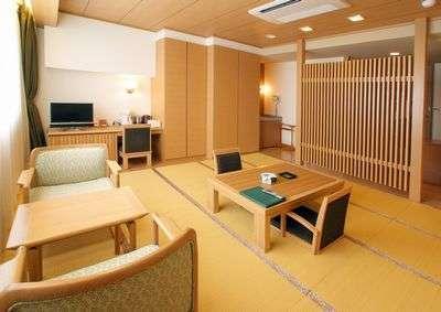畳でゆっくりと寛ぐことができる和室