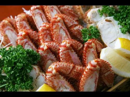 【夕食一例】北海道の食といえばカニ。オホーツク海産の毛がには絶品です
