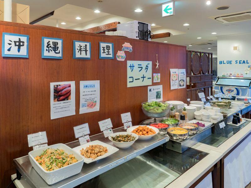 沖縄の食材をふんだんに活かした30品以上の手作り朝食ブッフェ
