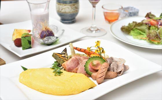 使用島野菜(沖繩當地傳統農產品)所製成的套餐料理。