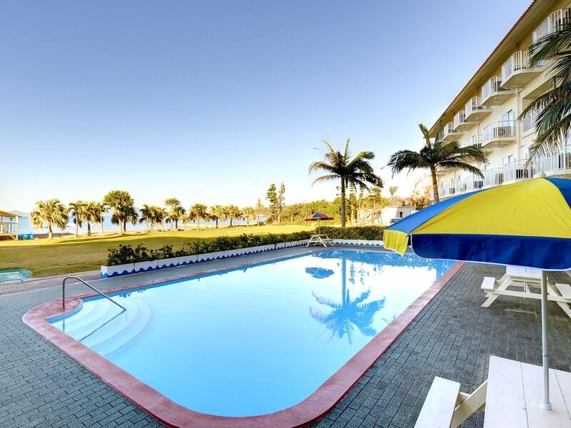 ビーチもプールも大浴場も!欲張りに過ごせるリゾートホテル